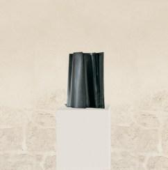 Sous ton aile 2, 2006, granit d'Inde, 50 x 35 x 17 cm