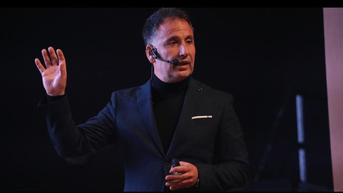 andres-silva-arancibia-keynote-speaker-marketing-digital-estrategia-transformacion-conferencias-seminarios-charlas-talleres-experto-autor-eventos.
