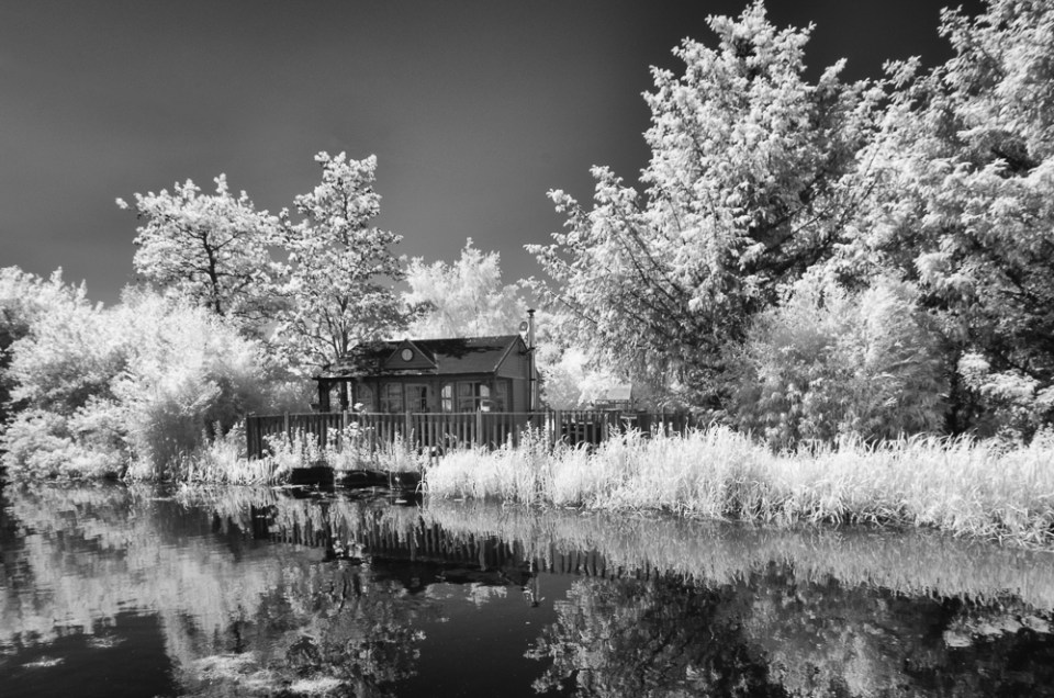 9 Canalside Summer House