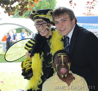 BEES SMILE FOR THE CAMERA_Just before going on stage.