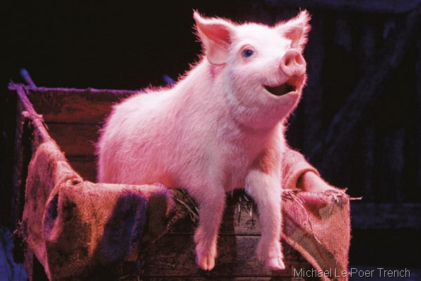 BETTY BLUE EYES_The animatronic pig, voiced in the final bow by Kylie Minogue,