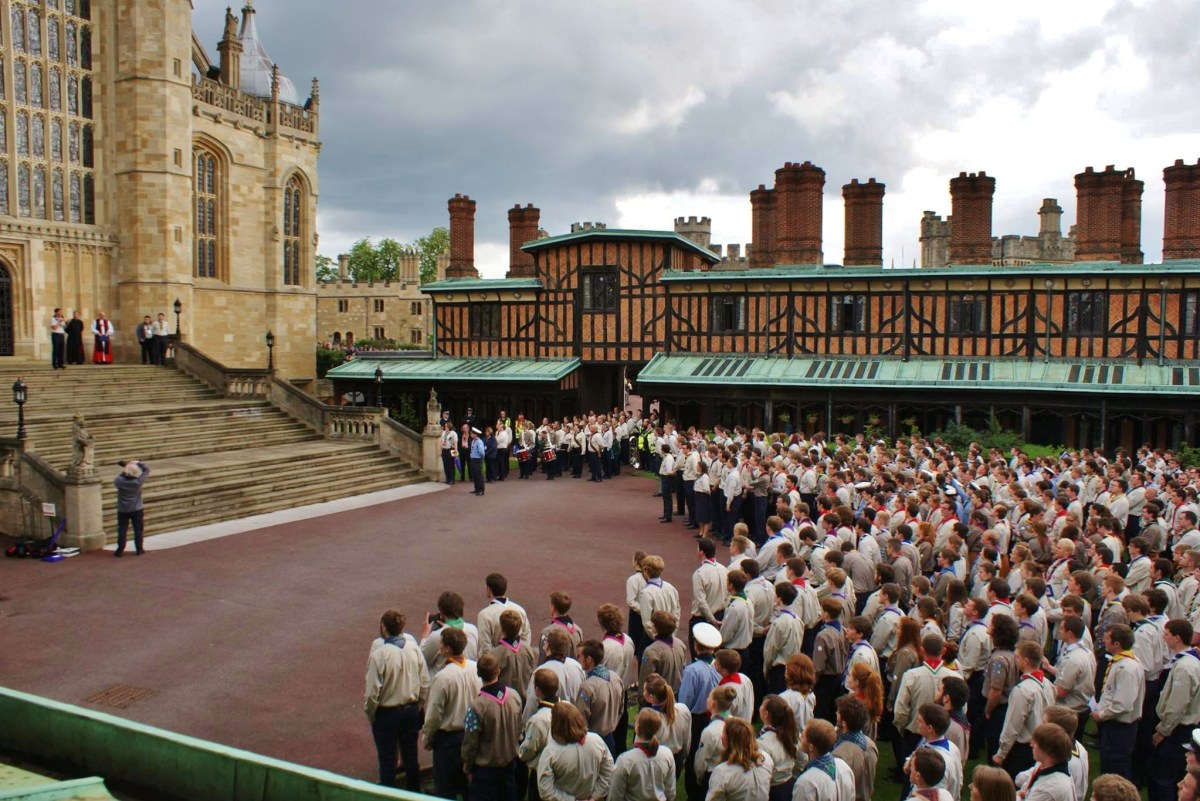 Scouts assembled before the steps of St George's Chapel, Windsor Castle.