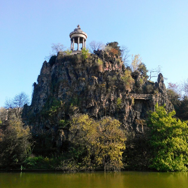 Parc des Buttes-Chaumont, Paris, France #parisfrance #paris #france #beautiful #love #parisjetaime #parisphoto #parismonamour #europe #city #igersfrance #topparisphoto #wanderlust #travel #parismaville #ig_france #parisian #parislove #cityscape #french #architecture #architectureporn #summer #park #nature #sky #vsco #vscocam #vscogrid #landscape