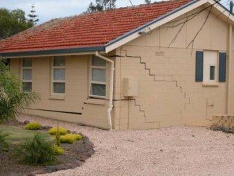 HouseCracks