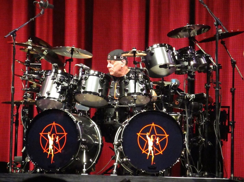 Neil Peart s R40 Retro drums Above  Photo of Neil Peart in Bristow  Virginia  DC area  by Joe Sokohl   mojoguzzi
