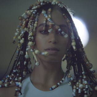 #8 SOLANGE - DON'T TOUCH MY HAIR (FEAT. SAMPHA) Genre: R&B / soul. Album: A Seat At The Table. 2 năm trước Solange đập bầm mặt Jay-Z trong thang máy. 2 năm sau Solange cũng đập bầm mặt bà chị của bả luôn. Link: https://www.youtube.com/watch?v=YTtrnDbOQAU