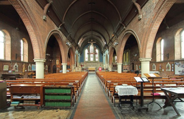 St Thomas the Apostle parish church, London N4, interior looking east, c.2013. Creative Commons Licence [Some Rights Reserved] © Copyright John Salmon and licensed for reuse under this Creative Commons Licence.