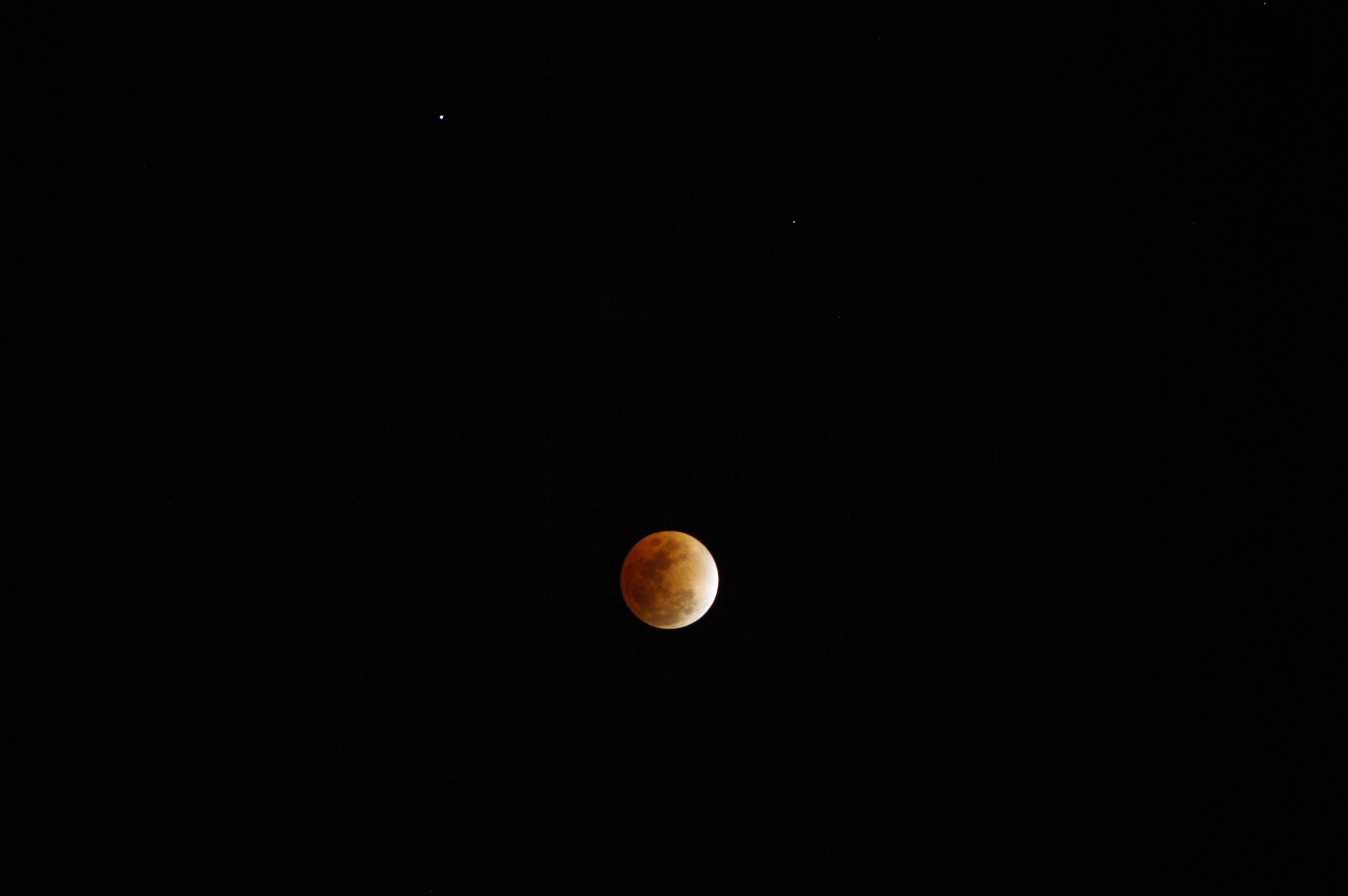 lunar_eclipse_with_saturn_imgp4118