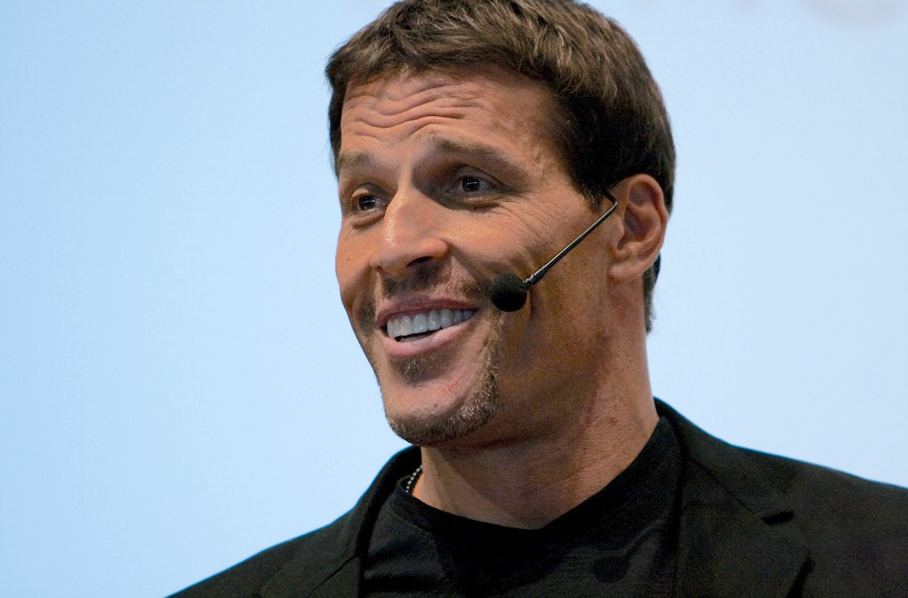 How Tony Robbins Wins Fans