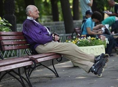 Пожилой человек. И жизнь начинается.
