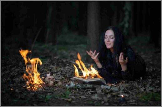 Ведьма колдует