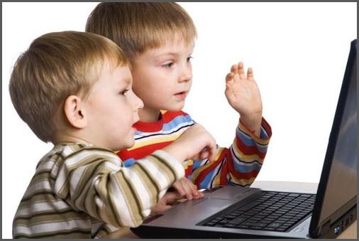 На картинке дети за компьютером