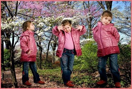 Девочка в яркой курточке