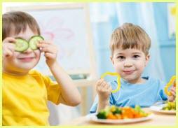 Для детей на фото еда ещё и забава