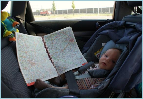 Папе помогаю, карту изучаю
