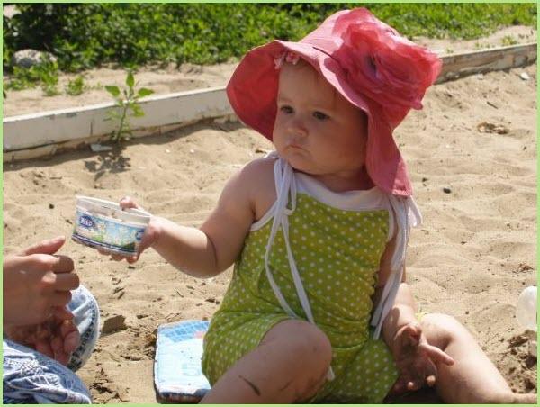 Девчушка в красной шляпе