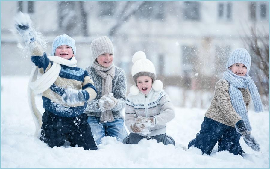 Как дети играют в снежки 99