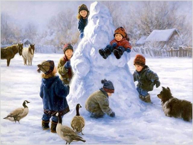 На картинке дети слепили Деда Мороза