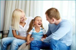 Весёлый разговор родителей с дочкой