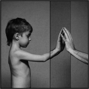Протяни руку ребёнку
