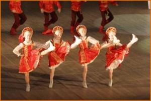 Народный танец на сцене