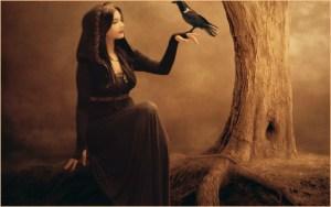 Ведьма с птицей