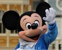 Mickey acenando