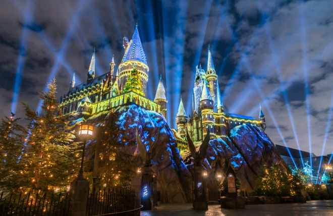 -resources-digitalassets-The Magic of Christmas at Hogwarts Castle HD