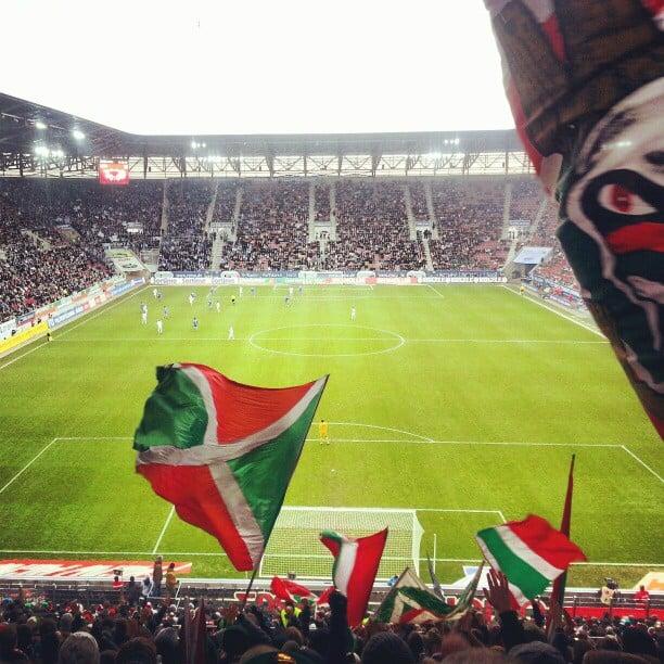 Sicht aus dem Heimblock des FC Augsburg.