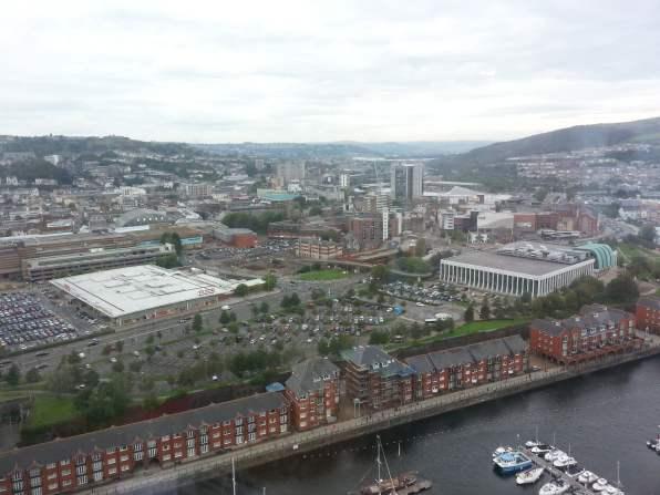 Blick über die walisische Stadt Swansea