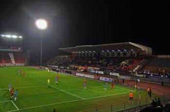 Die Haupttribüne des Stadions