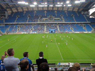 Blick auf die Haupttribüne im Stadion
