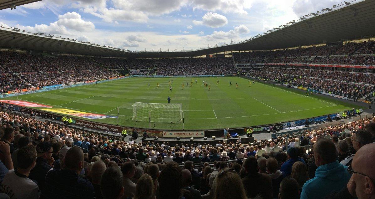 Panoramaansicht der Spielstätte in Derby