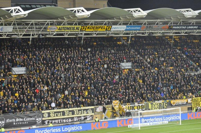 Heimkurve der mit Aachen befreundeten Fans