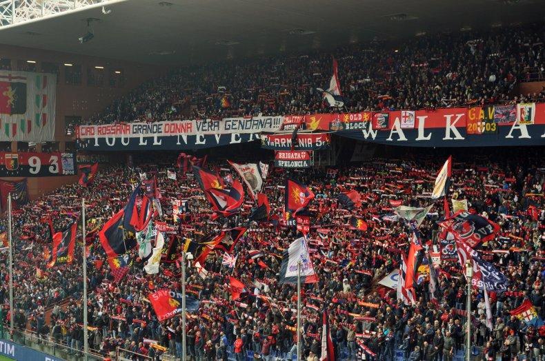 Die Schalparade der Genoa-Fans zum Spielbeginn