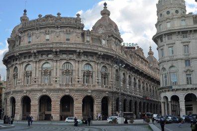 Prunkvolle Bauten in der italienischen Hafenstadt