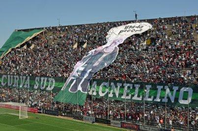 Die Schmähchoreo von den Salerno-Fans