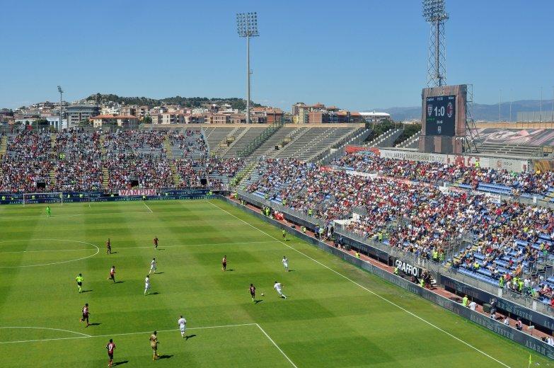 Die Gegengerade im Stadion Sant'Elia