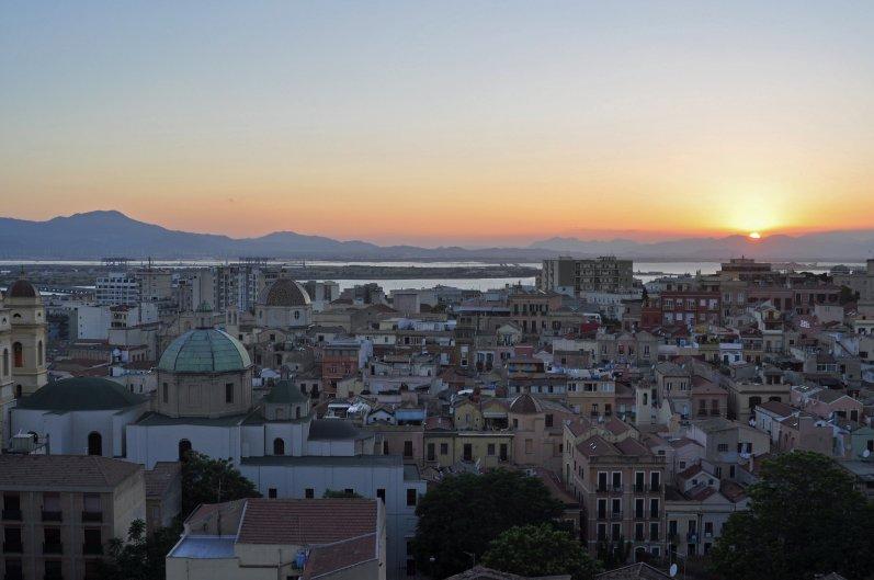 Magischer Moment - Sonnenuntergang in der sardinischen Hauptstadt
