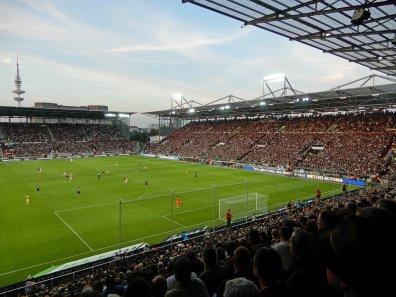 Volle Ränge beim Montagsspiel in Liga 2