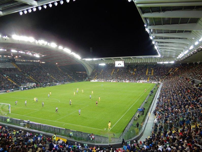 Blick in die rundum renovierte Arena
