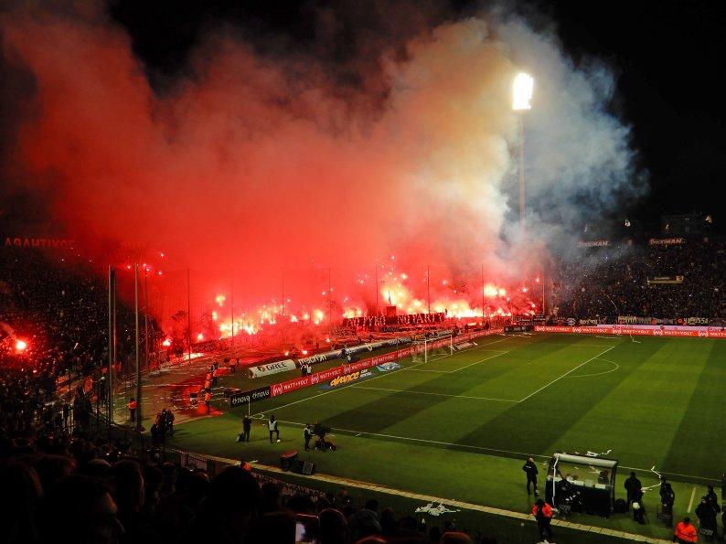 Das gewaltige Intro der PAOK-Anhängerschaft
