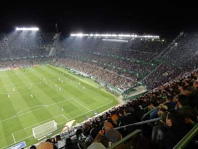 Die Haupttribüne im Duell gegen Real Madrid