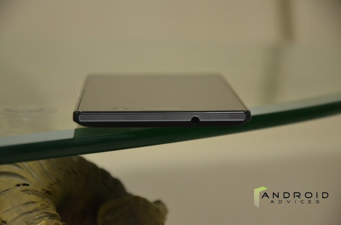 Sony Xperia C3 - Top Edge