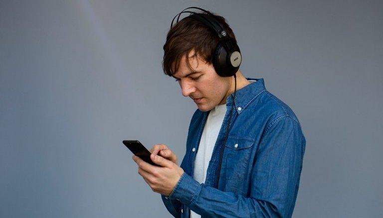 Как написать песню используя искусственный интеллект