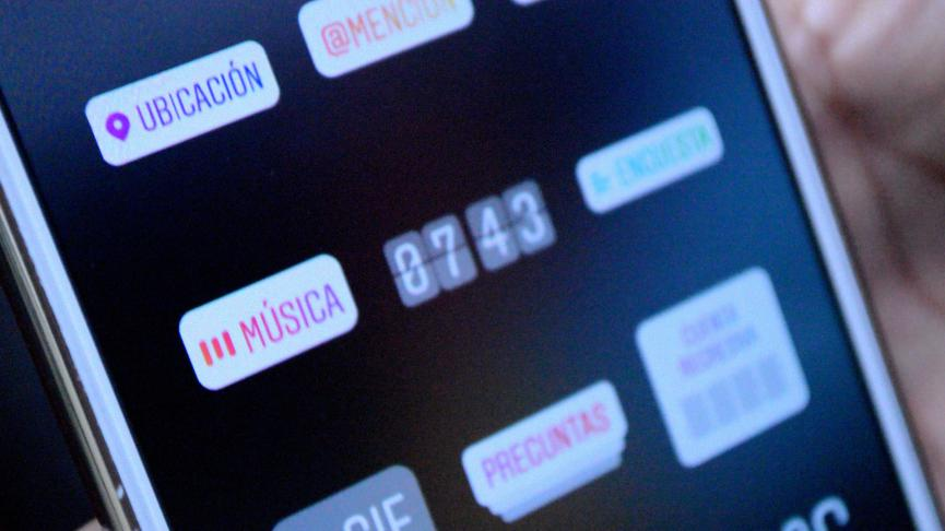 acitvar Musica en Historias de Facebook