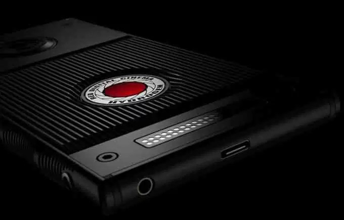 The-RED-Hydrogen-One-holographic-smartphone-just-got-improved-and-delayed-to-August.jpg
