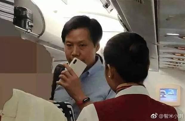 Xiaom CEO da Lei Jun com o alegado Xiaomi Mi 8X