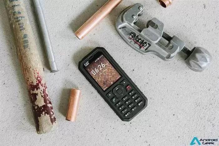 CAT - Fique ligado durante mais tempo com o novo Cat(R) B35 Smart 4G Feature Phone 2