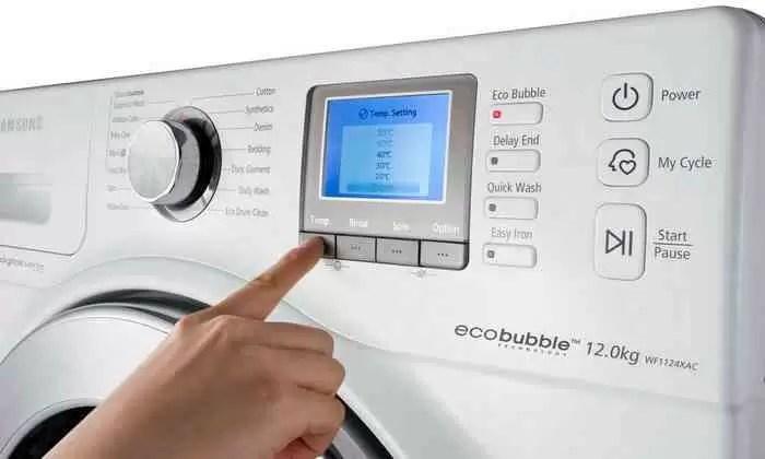 Máquina de lavar roupa Samsung Eco Bubble com bolhas
